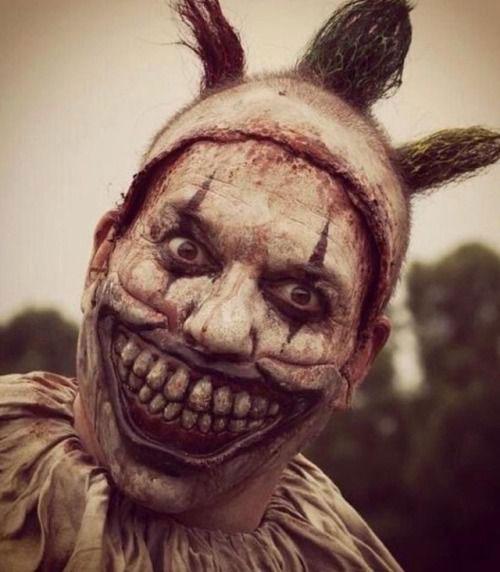 Halloween-Clown-Makeup-Looks-Ideas-For-Girls-Women-2019-13