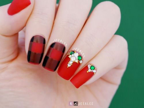 20-Christmas-Nail-Art-Ideas-2020-Xmas-Nails-17