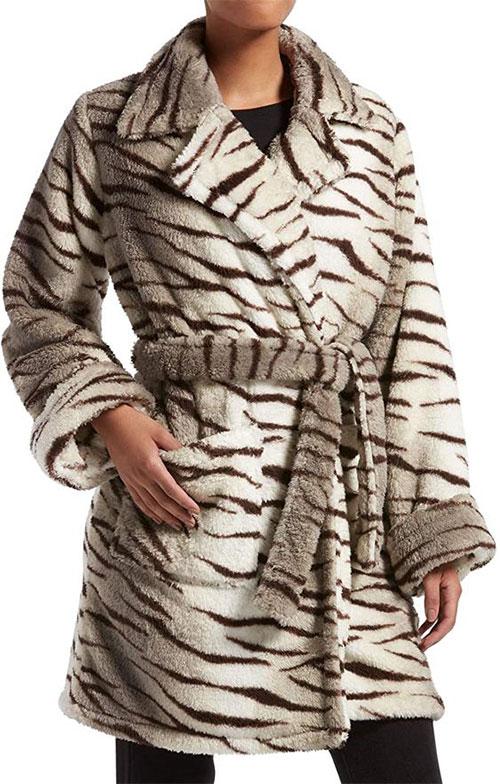 Outerwear-Trends-For-Winter-2021-Women-Winter-Jackets-10