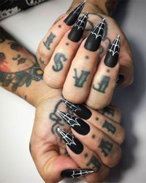 20-Spooky-Halloween-Nail-Art-Designs-Ideas-2021-24